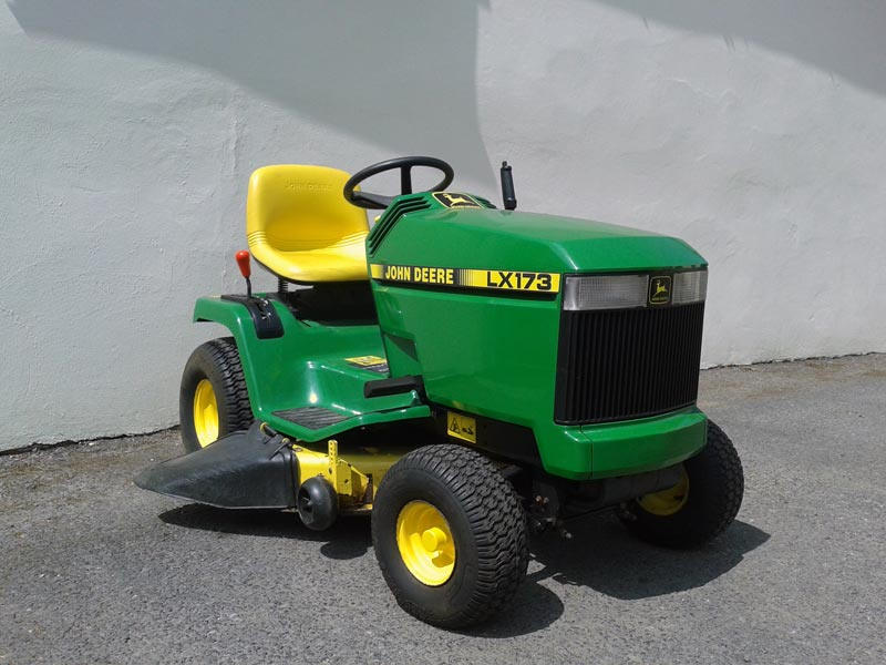 John deere lx173 used lawn tractor for Used lawn and garden equipment