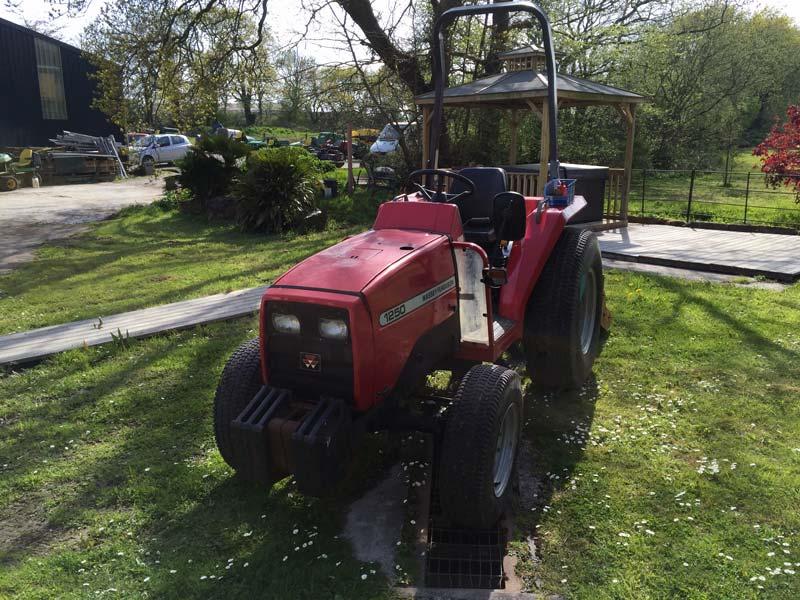 Used Massey Ferguson 1250 Compact Tractor