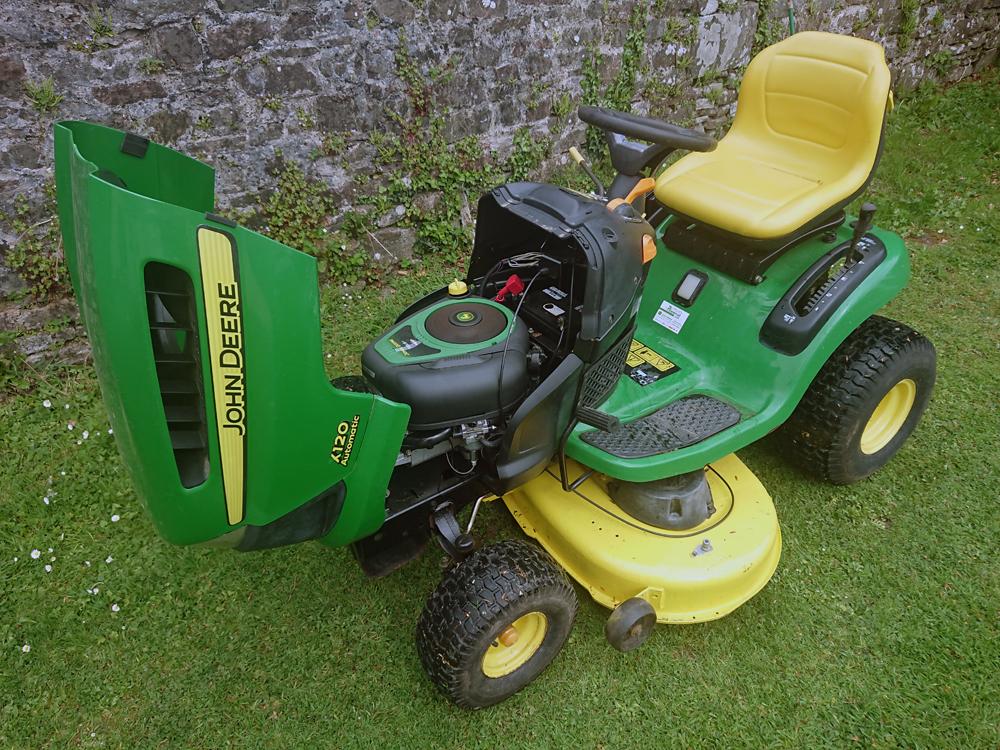John Deere X120 Ride On Lawn Mower